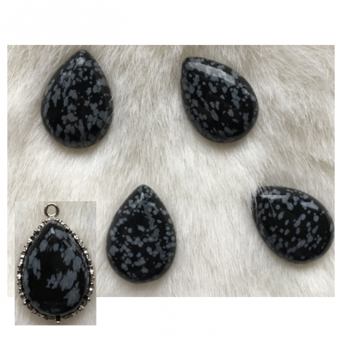 """KAB-90593  Snieginio obsidiano kabošonas """"Lašas"""", apie 25x18mm"""