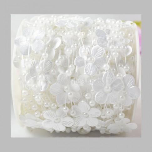 """GR-7070  Akrilinių karoliukų girlianda, """"Gėlytės"""", kaina už  1.50m, baltos sp.,"""