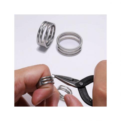 7-ZD1117  Žiedas darbui su žiedeliais, 19x8mm, vidus apie 17mm
