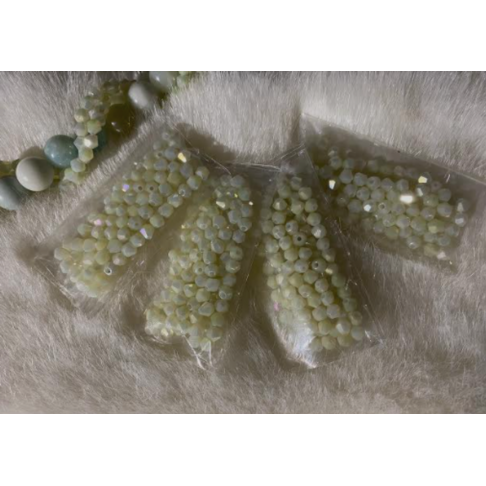 KR-KA200  kristalo karoliukai, 4mm, apie 100, šviesiai MELSVAI- ŽALSVI