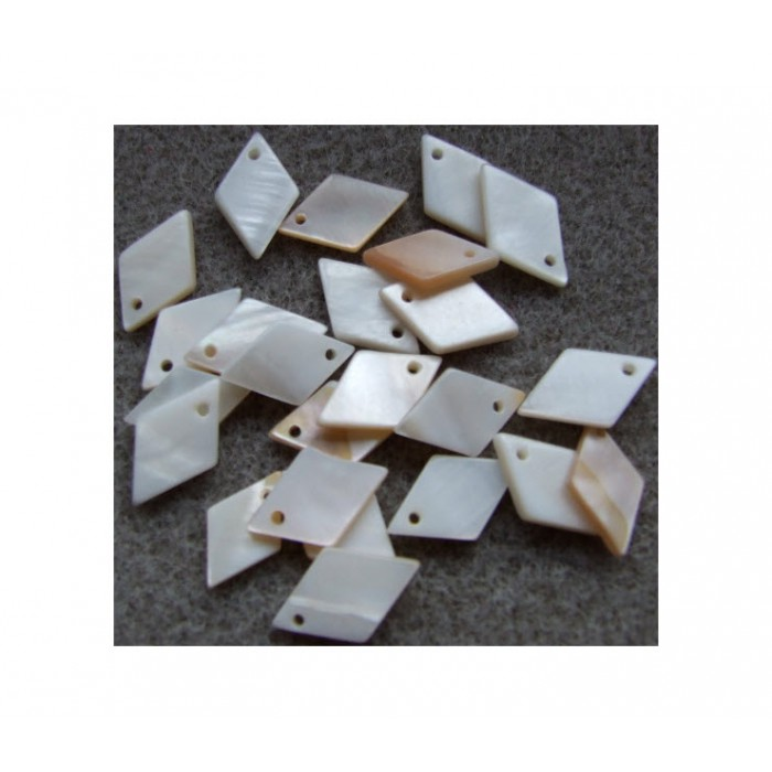 KRIAU-7548 Natūralios kriauklės pakabukas, 16x10mm