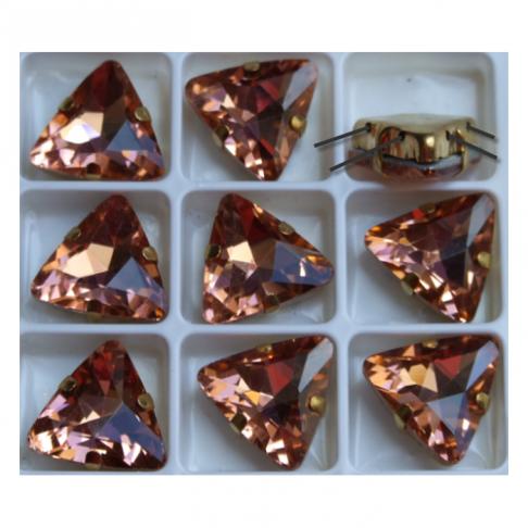 A-AT30222  Intarpas-detalė, 18mm, trikampis,  kristalo šviesi persikų sp,.