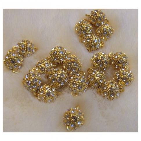 AUK-12120  Magnetinis užsegimas su kristalo akutėm, apie 12mm plius 2 kilputės