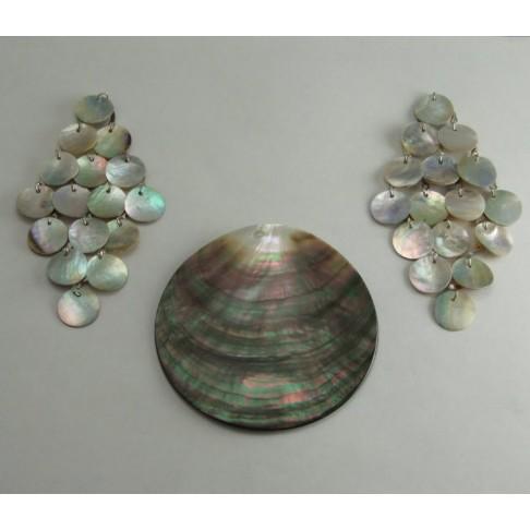KK-35921   3 dalių pakabukų komplektas, natūralios kriauklės, apvali priauklė 8 cm diametras, kitų dviejų 10cmx5cm, kaina už kom