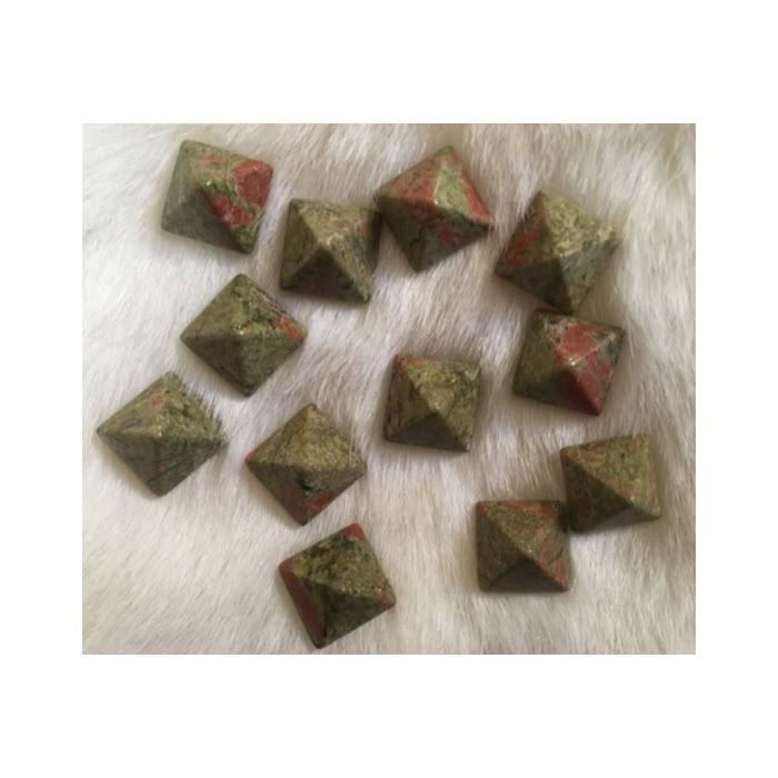 KAB-UNK14 Unakito kabošonas, piramidės formos, 14x14mm